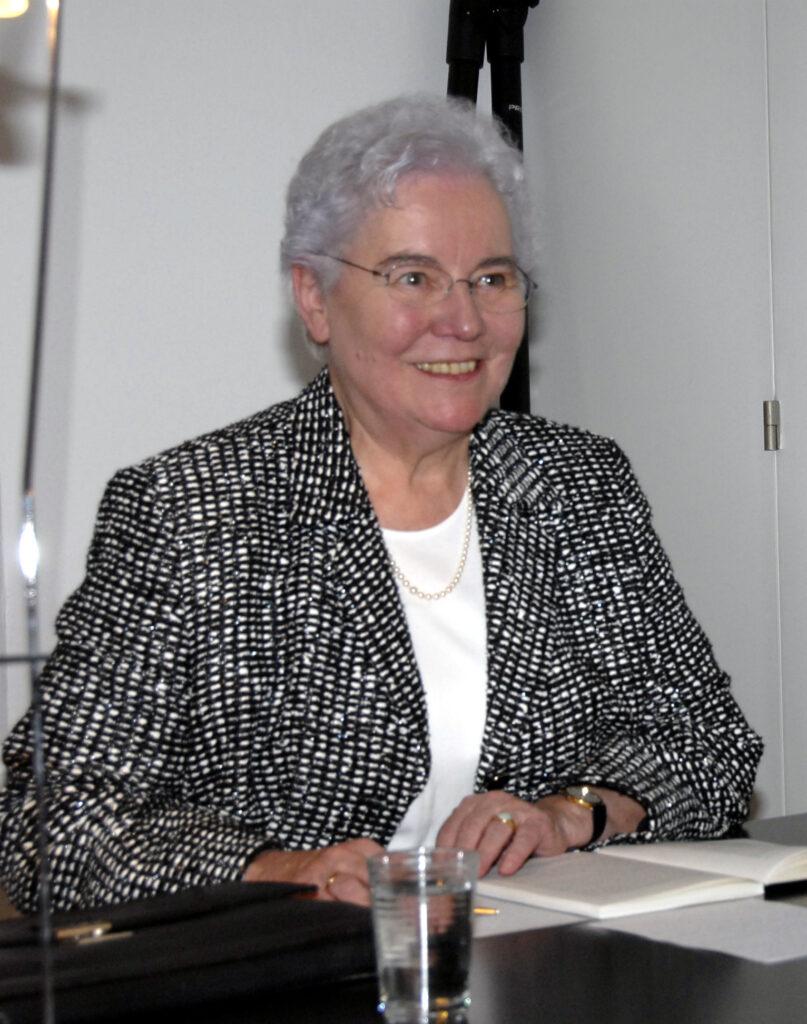 Die erste Präsidentin der Reformierten Landeskirche Aargau, Pfarrerin Sylvia Michel, im November 2006 bei der Vernissage des Buches «Wenn Frauen Kirchen leiten» im Stapferhaus auf Schloss Lenzburg.
